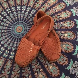 Women's size 8.5 brown leather Hurachas.